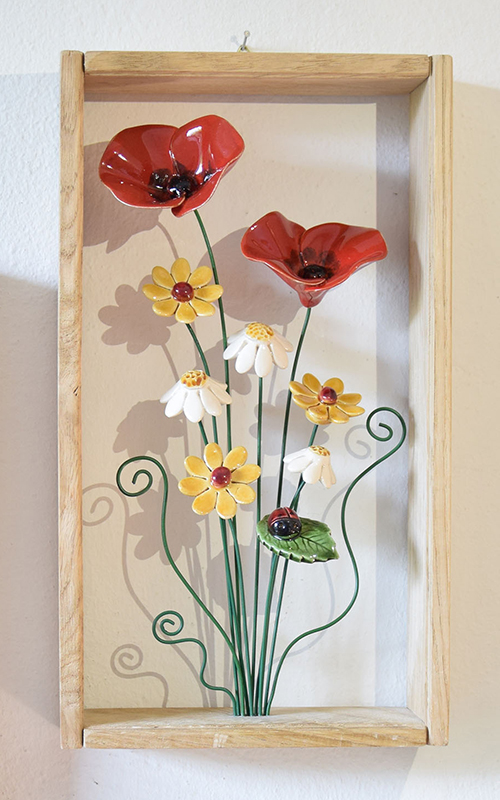 Quadretto a cornice in ceramica con fiori di campo